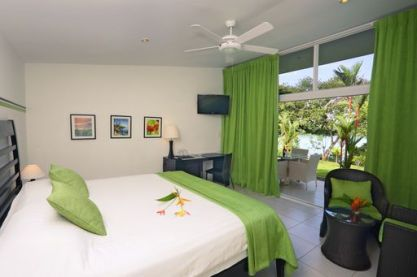 03_Large-bungalow-style-standard-guest-rooms-with-waters-edge-views